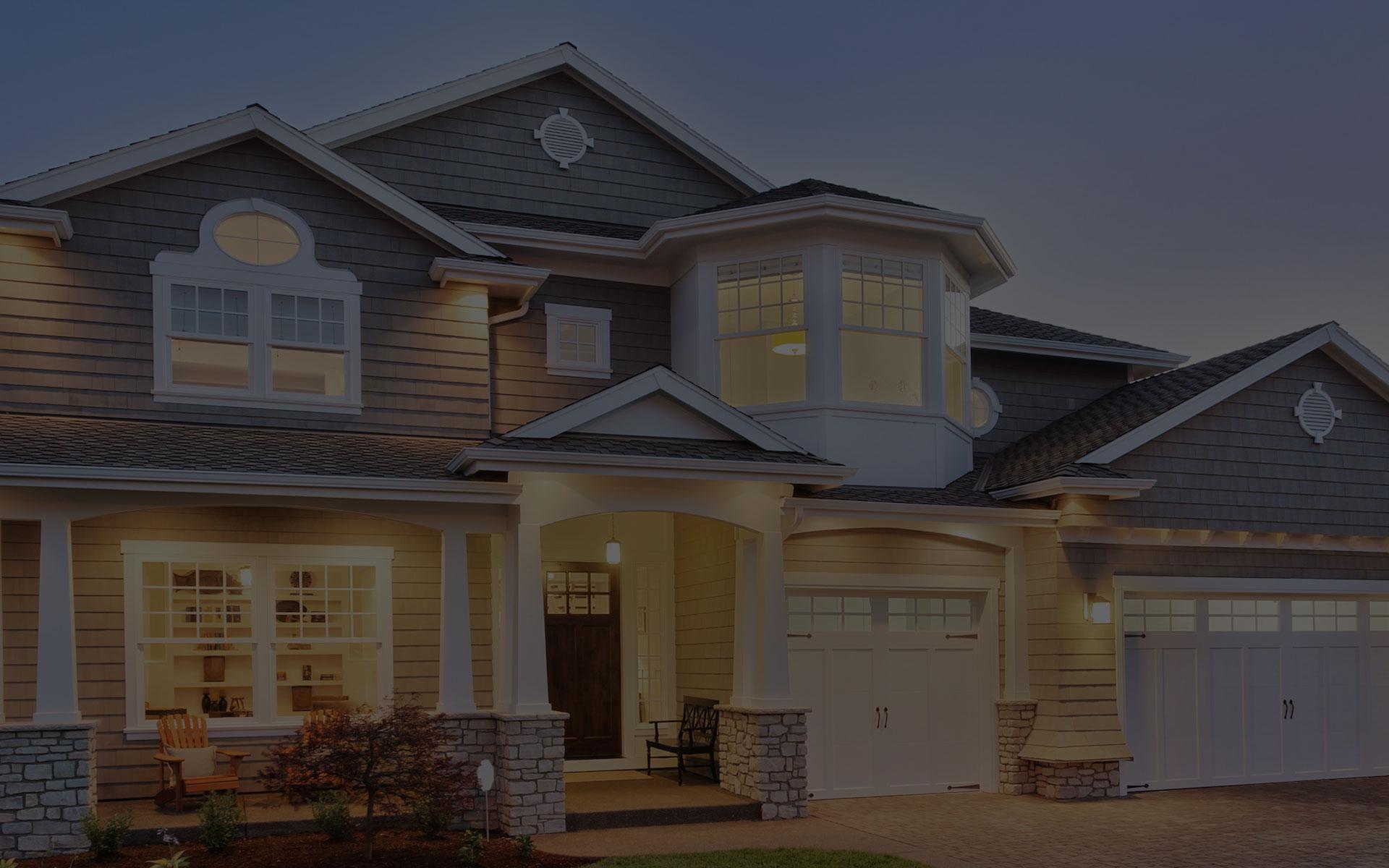 Devant de maison avec revêtement extérieur monté avec Light Trim